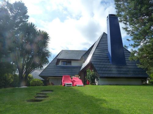 Venta Estupenda Casa Con Gran Parque, Pinares [código 1195gk]