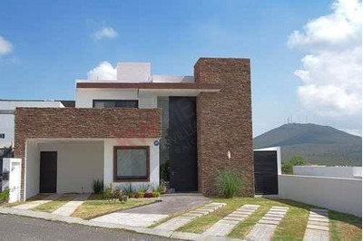 Rento Casa De 4 Recámaras En Vista Real & Country Club En Corregidora Querétaro