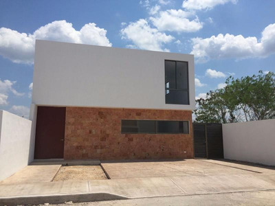 Casa En Venta En Merida, Privada Praderas ¡3 Habits Con Baño!