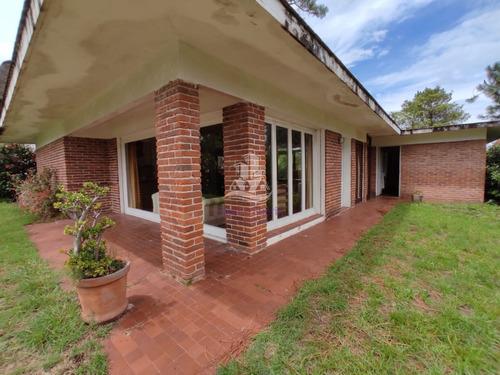 Venta De Casa En Pinares , Punta Del Este- Ref: 30486