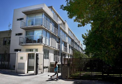 Alquiler Apartamento Con Parrillero Y Cochera. Bajos Gc