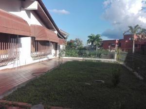 Rf Casa En La Urbanizacion Miranda Mls #20-4125