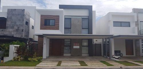 Renta Casa Con Alberca En Residencial Cumbres Cancun
