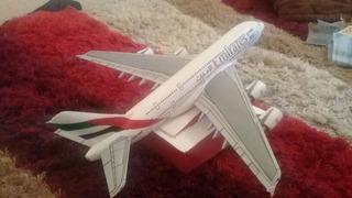 Aviones A Escala De Barro Y Material Reciclado