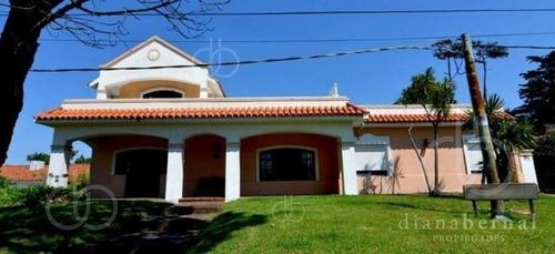 Punta Del Este, Pinares, 3 Dormitorios Y Dependencias.- Ref: 1769