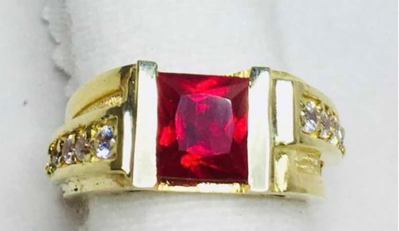 Anillo De Oro Con Ruby Y Diamantes