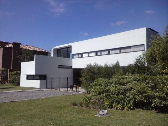 Imponente Casa Minimalista En El Centauro