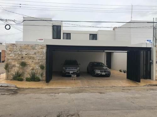 Casa En Venta En Esquina, Ubicada En Zona Norte ,colonia Montes De Ame ,merida Yucatan.