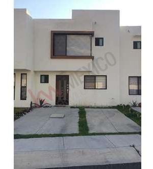 Casa En Renta Zibata Queretaro 2 Habitaciones Y Con Amenidades