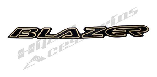 Emblema Adesivo Blazer Preto Com Dourado Resinado