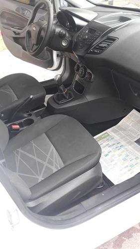 Ford Fiesta Kinetic Design 1.6 Sedan S 120cv 2014