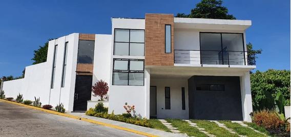 Hermosa Residencia En Fraccionamiento Privado Coatepec, Ver. J.a.g.c