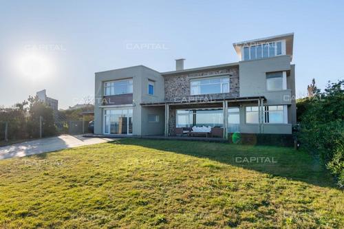 Imagen 1 de 30 de Espectacular Casa Primera Fila Al Mar De Playa Mansa- Ref: 29656