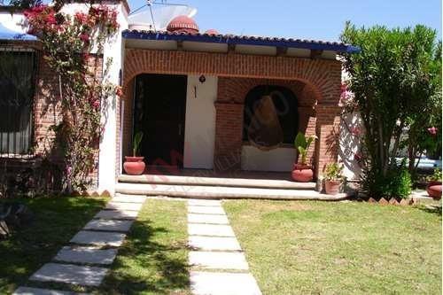 Casa En Renta De 1 Planta En Tequisqueapan A 5 Minutos Del Centro Con Alberca
