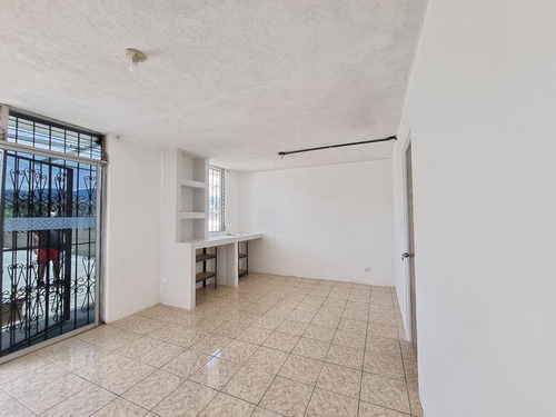 Imagen 1 de 4 de Apartamento En Renta En Segundo Nivel En San Cristóbal