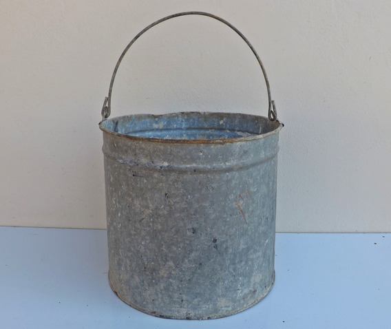 Antigo Balde 20 L (moedor Ferro Aldrava Costura Maquina)