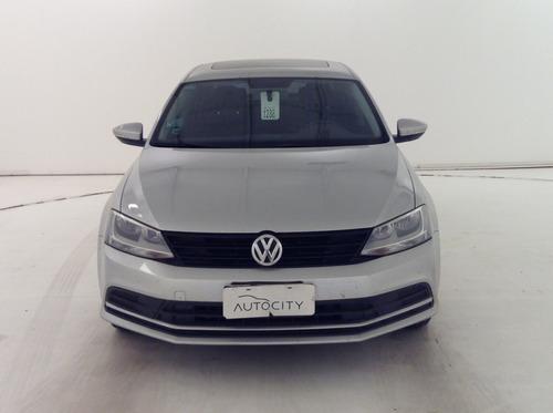 Volkswagen Vento 2.0 8v Advance Summer L/15