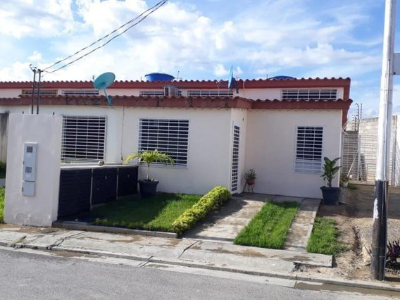 Casas En Venta El Amanecer Cabudare 20-2863 Rg