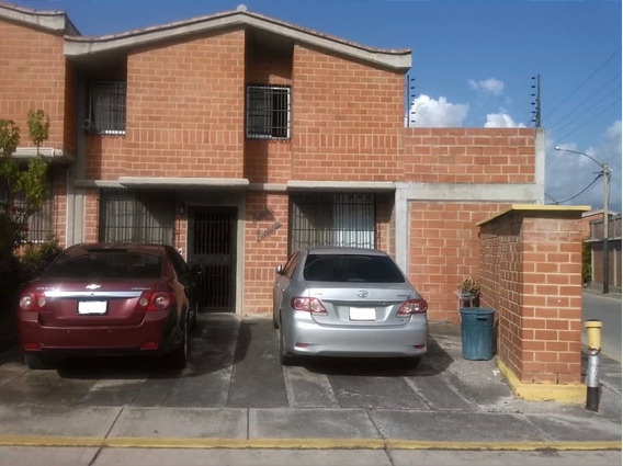 Townhouse En Venta En Guarenas
