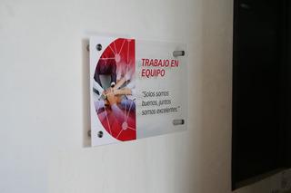 Letrero Acrilico Con Logo A Full Color En Vinil Envio Gratis