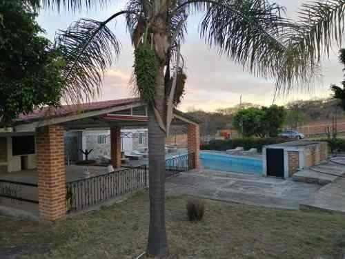Casa En Venta En Huerta Vieja Con 4 Recamaras Y 2 Baños