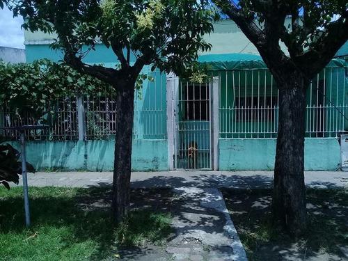 Imagen 1 de 5 de Casa 5 Ambientes En Venta Con Local Para Alquilar!!!!!!!!!!!