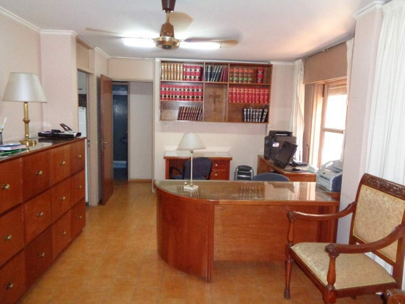 Centro - Excelente Oficina De Categoría Totalmente Amoblada Y Equipada, Recepción C/balcón, 2 Privados Amplios, Cocina Y Baño