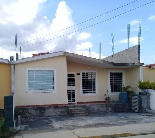 Casa En Venta Zona Norte Barquisimeto Lara 20-1625 Rahco