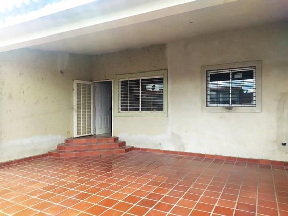 Casa De 3 Habitaciones Monterrey Tipuro