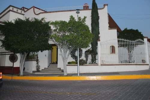 Casa En Privada, Esquina, En Arboledas Del Parque