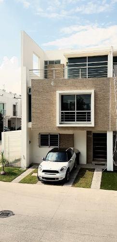 Casa En Renta De 4 Habitaciones, En Coto, Fraccionamiento Natura Bosque Residencial, Zapopan.