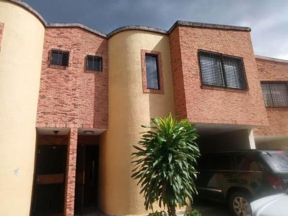 Town-house En Venta La Esmeralda G. Rodriguez Cod. 19-17403