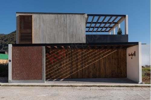 Casa En Venta, Zona Centro, Barrio Santa Lucia, Fracc Privado, Seguridad, Amenidades.