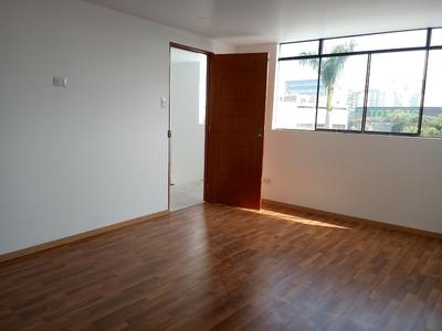 Alquiler De Habitación Para Srta. - La Molina Ent/ind Ban/pr