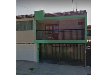 Casa Con 4 Recámaras, Sobre Avenida, Increibles Acabados!
