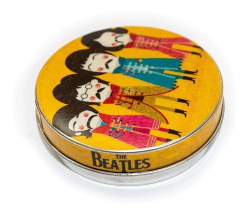 Imagen 1 de 3 de Pastillero Metálico Multiuso Lata The Beatles