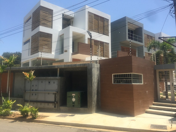Townhouse En Venta En Maracaibo La Virginia