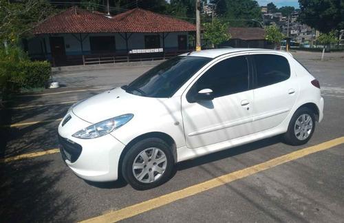 Imagem 1 de 4 de Peugeot 207 2011 1.4 X-line Flex 5p