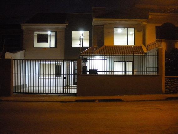 Casa Con 4 Dormitorios Y Estudio