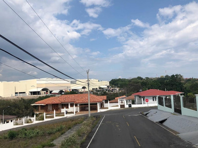 Se Alquila Residencia $800 Lomas De San Carlos