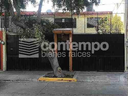 Casa Con Excelente Ubicación En Jacarandas
