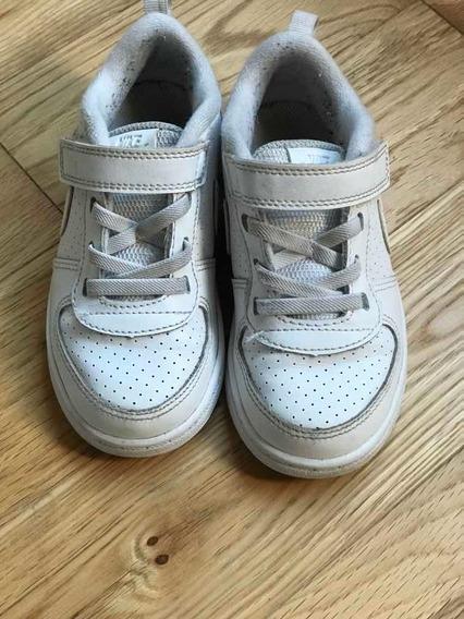 Zapatillas Blancas Nike Niños. Muy Buen Estado