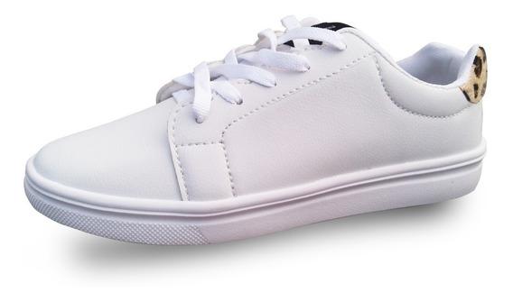 Sapato Branco Com Detalhes Estilo Tigre