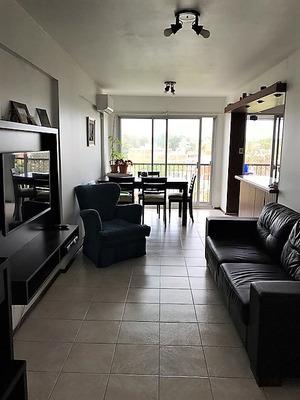 Apartamento De 3 Dormitorios, Super Luminoso Y Vista Despeja