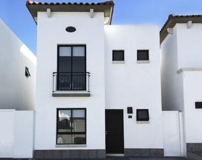 Casa En Amplio Condominio Habitado