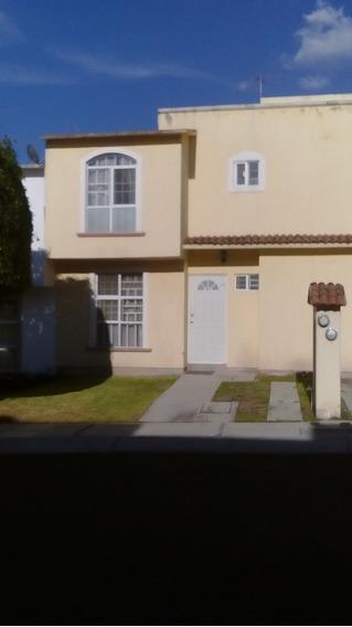 Casa De 3 Recámaras En Privada Con 2 Baños