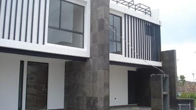 Residencias Nuevas En Fraccionamiento Por La Uvm