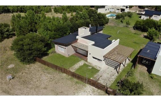 Casa En Pinamar. Venta 4 Ambientes Zona Náyades