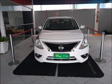Nissan Versa 1.6 Unique (flex)