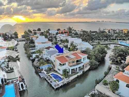 Casa En Venta En Cancun En Residencial Isla Dorada 4 Rec